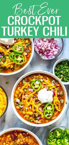 This Slow Cooker Turkey Chili is the most healthy flavourful chili youll ever make its filled with beans veggies and ground turkey then loaded up with toppings. You wont miss the beef! - Slow Cooker - Ideas of Slow Cooker Slow Cooker Turkey Chilli, Ground Turkey Chilli, Crockpot Turkey Chili, Healthy Turkey Chili, Crockpot Ground Turkey Recipes, Ground Turkey Slow Cooker, Healthy Chilli, Best Slow Cooker Chili, Healthy Ground Turkey