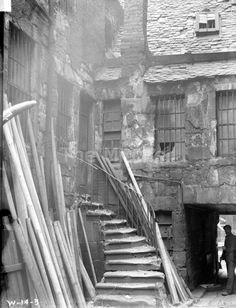 A Glasgow slum, 114 Stockwell Street, 1904. Note the wear on the stone steps.