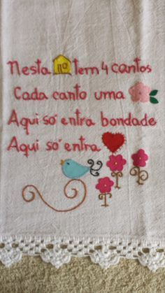 LINHAS, CORES E ARTE: PENSAMENTOS NA COZINHA Embroidery Stitches Tutorial, Cross Stitch Embroidery, Embroidery Patterns, Word Art, Needlepoint, Diy And Crafts, Patches, Quilts, Creative