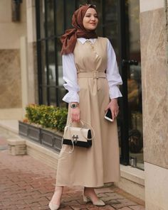 Discover recipes, home ideas, style inspiration and other ideas to try. Modern Hijab Fashion, Muslim Fashion, Modest Fashion, Fashion Outfits, Modest Dresses, Modest Outfits, Simple Dresses, Hijab Dress, Hijab Outfit
