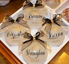 Cricut vinyl on glass ornaments This would be a cute wedding thank gift as well…