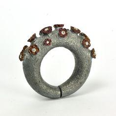 Fabrice Schaefer #contemporaryjewelry #contemporaryjewellery #joyeriacontemporanea #jewellery #jewelry #joyas #joya #jewelrygram  #arttowear  #joyeria #jewels #jewel #jewellerydesign #jewelrydesign #jewelrydesigner #jewellerydesigner #designjewelry #jeweller #jewellers #ring #rings #anillo #anillos #handmadejewelry #fashionjewelry #handmadejewellery #finejewelry #art #joyería #instajewelry