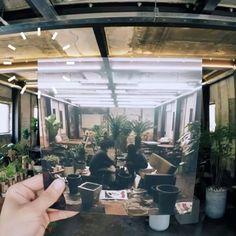 #VogueHotSpot  <보그>가 직접 방문하고 추천하는 #보그핫스팟 성수동에 위치한 #리도엘리펀트(@redo_elephant) 빈티지한 인테리어와 식물들이 조화를 이루고 있는 매력적인 공간이죠실내도 훌륭하지만 요즘같은 날씨엔 캠핑카가 놓인 루프탑이 제격! 캠핑카안에서 음료를 마시다보면 서울을 떠나 여행온 듯한 기분을 느낄수 있답니다상큼하고 시원한 로즈힙 레몬티를 마시며 성큼 다가온 더위를 이겨볼까요? 서울 성동구 성덕정11길 5-12 _ Cafe #RedoElephant in #Seongsudong is filled with vintage decorations and plants. The camping car at the roof top lets visitors enjoy a short getaway in Seoul. #Vogue #VogueKorea #咖啡厅 #圣水洞 5-12 Seongdeokjeong 11-gil Seongdong-gu Seoul  via VOGUE…