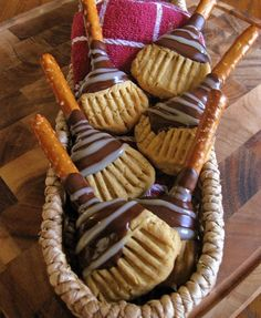 Wow!!!  These Halloween Witch Broom treats are awesome.  I'm making them for my Halloween party!!  Instead of chocolate chips, I'm going to try Wilton Chocolate melts.  http://www.scribbleshop.com/search/global_search/wilton%20chocolate%20melts?page=1=type%3Aproduct