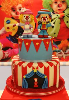 Violeta Glace 's Birthday / Circus / Carnival - Photo Gallery at Catch My Party Carnival Cakes, Circus Cakes, Circus Carnival Party, Carnival Birthday Parties, Clown Party, Circus Birthday, Circus Wedding, Circus Theme, Carnival Costumes