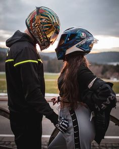 Motorcycle Couple Pictures, Biker Couple, Cute Couple Pictures, Motocross Couple, Motocross Love, Biker Love, Biker Girl, Biker Photoshoot, Bike Drawing