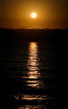 Black Sunset, Vina del Mar, Chile; photo by davepope