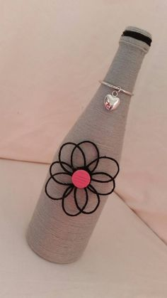 Botella de vino envuelta guita personalizado con flor