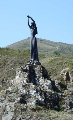 Statue of Akhtamar legend by Lake Sevan. By Alex Ounanians.