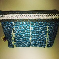 Cosmetic Case SUSIE Tutorial: www. Cosmetic Case, Fabric Art, Valance Curtains, Home Decor, Homemade Home Decor, Valence Curtains, Decoration Home, Toiletry Bag, Interior Decorating