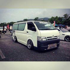 Toyota Hiace | Lowered, Slammed, Stance, JDM