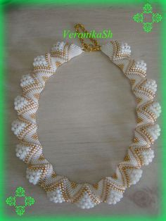 Мозаика | biser.info - всё о бисере и бисерном творчестве Seed Bead Patterns, Beaded Jewelry Patterns, Peyote Patterns, Beading Patterns, Spiral Crochet, Bead Crochet, Peyote Stitch Tutorial, Peyote Beading, Handmade Beads