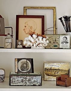 5 Vintage Display Ideas… on a Budget Vintage Vignettes, Vintage Display, Vintage Bookshelf, Vintage Shelf, Bookshelf Styling, Organizing Bookshelves, Office Bookshelves, Tricia Guild, Interior Exterior