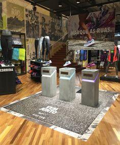 NIKE VEM JUNTO at Nike Ipanema Pos Display, Store Displays, Display Design, Booth Design, Shoe Store Design, Retail Store Design, Nike Retail, Retail Merchandising, Stationary Design