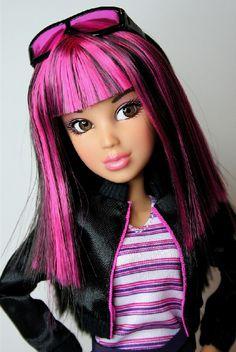 Daniella Bratz Doll, Barbie Dolls, Pretty Dolls, Beautiful Dolls, Monster High Boys, Color Magenta, Liv Dolls, Toys For Boys, Barbie Clothes