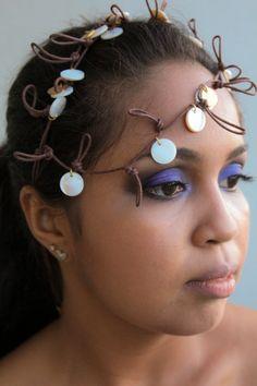 Maquiagem usando lilás.