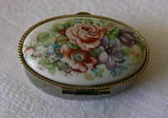 Antique Porcelain Topped Pill Box Oval Shaped With by LaCassoulere, €10.00