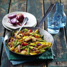 Hähnchen-Kartoffel-Pfanne mit grünen Bohnen Rezept | LECKER