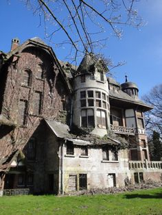 Chateau Notenboom. Photo by Geert van der Hoeff. Near Braachaat, Belgium.