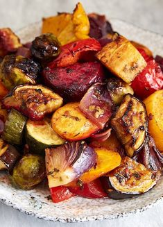 Scrumptious Roasted Vegetables – The best oven roasted vegetables ever! Made qui… Scrumptious Roasted Vegetables – The best oven roasted vegetables ever! Made quickly and effortlessly. Every vegetable is cooked to perfection. Vegetable Sides, Vegetable Side Dishes, Vegetarian Recipes, Cooking Recipes, Healthy Recipes, Pan Cooking, Cooking Beets, Vegetarian Barbecue, Cooking Wine