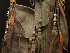 Complete set Tuareg man's old leather bag.