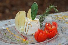 budino di caciocavallo podolico con vincotto invecchiato 12 anni, riduzione di salsa verde, barbabietola e peperoni