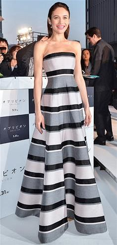 Hit: Olga Kurylenko proves horizontal stripes can be flattering #HitsandDisses