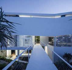 Image 35 of 44 from gallery of J House / Pitsou Kedem Architects. Photograph by Amit Geron