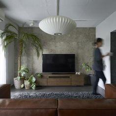理想の住環境でこだわりの大人空間に住まうの部屋 大谷石を貼ったアクセントウォールが印象的なリビング