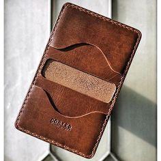 Diy Leather Wallet Pattern, Handmade Leather Wallet, Leather Card Wallet, Leather Gifts, Diy Leather Projects, Leather Diy Crafts, Leather Craft, Diy Leather Card Holder, Sculpture Sur Cuir