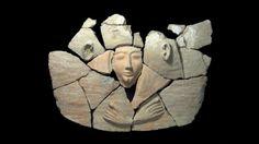 (91) 2014 - 9 de Abril - Israel: Descubren un sarcófago de hace 3.300 años - Jerusalén (DPA). Arqueólogos han descubierto en el norte de Israel un sarcófago de hace 3.300 años que contiene objetos personales del difunto, informaron hoy las autoridades de patrimonio antiguo.  Se trata de un ataúd cilíndrico de arcilla, cuya tapa estaba moldeada a imagen de una persona y en cuyo interior se encontraron los restos de un esqueleto adulto.