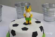 #Fuleco sobre un Balón de #Futbol  www.mocka.co  #mocka #pasteleria #cakeshop #soccer #worldcup #mundialfutbol #cakedesign
