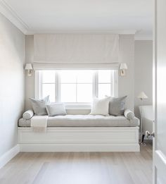 Fresh White Contemporary Bed Of Bedroom Window Seat Designs Luxury Girl S Built In Desk Contemporary - Home Design ideas Window Seat Cushions, Window Benches, Window Seats, Bay Window, Home Decor Bedroom, Master Bedroom, Bedroom Furniture, Bedroom Sets, Bedroom Benches