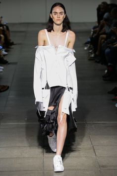 Hood by Air Spring 2016 Ready-to-Wear Collection Photos - Vogue Look Fashion, Fashion Details, Runway Fashion, Spring Fashion, High Fashion, Fashion Show, Womens Fashion, Fashion Design, Fashion Trends