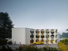 O House in Vierwaldstättersee, Switzerland / designed by Philippe Stuebi Architekten with Eberhard Tröger / photo by Dominique Marc Wehrli
