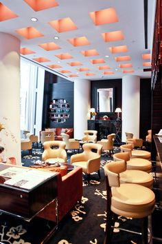 Restaurants - in the lobby of Jumeirah Frankfurt Hotel, Ember Lounge and Bar is a chic, relaxed space to meet friends, any time of day or night.