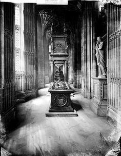 Spooky photo of the tomb of Mary Queen of Scots, Westminster Abbey