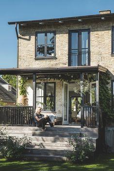 Moderne løsninger i et ældgammelt hus. Se den gennemrenoverede villa i Taarbæk.