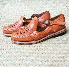 Zapatillas de Cuero Tradicional - Huarache - Calzado de Cuero Confeccionado y Pintado a Mano - Para Ella - de ImmramaCo en Etsy