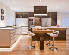 Cocinas modernas con taburetes retro