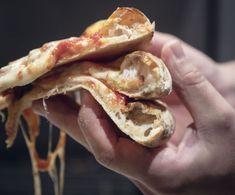 Slik lager du italiensk pizza hjemme - Godt.no Pizza Recipes, Bagel, Mozzarella, Pesto, Shrimp, Bread, Slik, Food, Tips