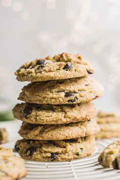 Savor These Vegan Crispy Peanut Butter Chocolate Chip Cookies Chocolate Chip Walnut Cookies, Chocolate Peanut Butter, Gluten Free Recipes, Vegan Recipes, Peanut Butter Recipes, Vegetarian Chocolate, Cookie Dough, Yummy Treats, Chips