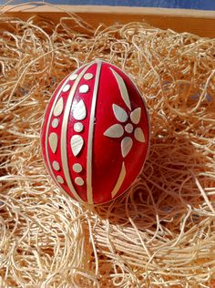 Selena Blair Bolton's Straw Egg from the PysankyUSA Retreat 2014 taught by Master and Author Lawrence Kozlowski. This was Selena's first year at the PysankyUSA Retreat. Ukrainian Easter Eggs, Egg And I, Egg Decorating, All Art, Christmas Bulbs, Pure Products, Holiday Decor, Selena, Diy