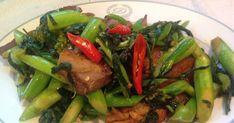 """Ka Na"" (คะน้า) in Thai and ""Kai Lan""(芥蘭)in Cantonese are both Chinese Broccoli. My ""Pad Ped Moo Krob"" (ผัดเผ็ดหมูกรอบ) is my home sty..."