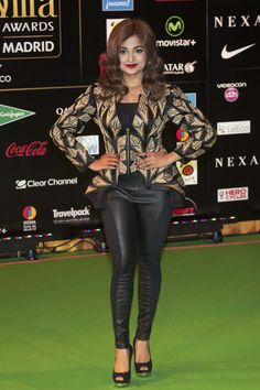 Singer and actress Monali Thakur looked lovely in a stylish outfit as she posed for the pictures at the green carpet at the Indian Beauty, Bellisima, Stylish Outfits, Singers, Bollywood, Awards, Punk, Actresses, Poses