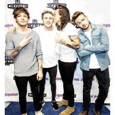 Backstage taking pictures with One Direction One Direction Group, One Direction Images, One Direction Wallpaper, One Direction Harry, One Direction Humor, Direction Quotes, Niall Horan, Zayn Malik, Liam Payne