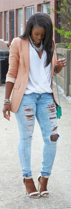 10-stylish-ways-to-wear-distressed-jeans-from-morning-to-evening8