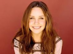 Amanda Laura Bynes (born April is an American actress, singer and fashion designer. Bynes appeared in several successful television series, such as All Amanda Bynes, Lindsay Lohan, Real Beauty, True Beauty, She's The Man, Nickelodeon, Without Makeup, Attractive People, Beautiful Smile