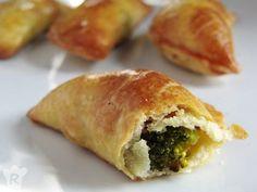 Recetas con masas para veganos Chicken Salad Recipes, Veggie Recipes, Bread Recipes, Vegetarian Recipes, Healthy Recipes, Vegan Burgers, Spanakopita, Eat Right, Tapas