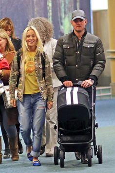 Michael Bublé & Luisana Lopilato with their Easywalker mini stroller